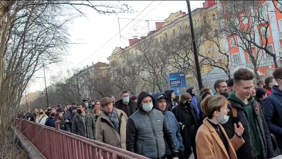 В Мурманске состоялась несогласованная прогулка с задержаниями