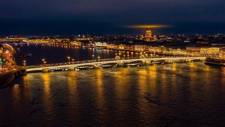 В Петербурге разведут три моста