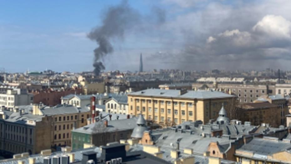 Женщина пострадала в сильном пожаре в центре Петербурга