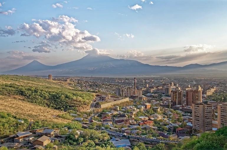 Армения готова отвести войска от границы с Азербайджаном
