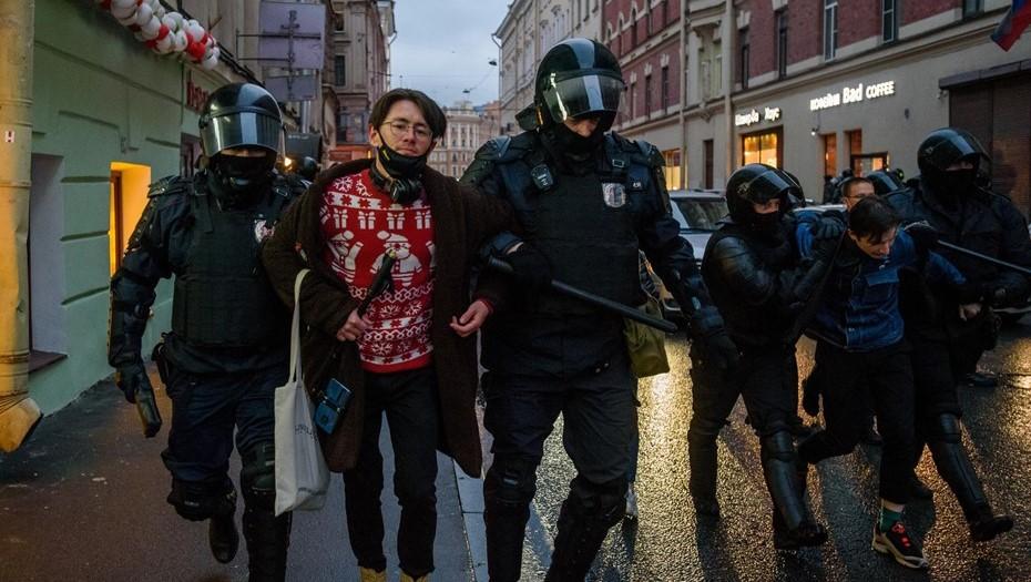 Безработные и приезжие: Бастрыкин назвал состав протестной акции в Петербурге
