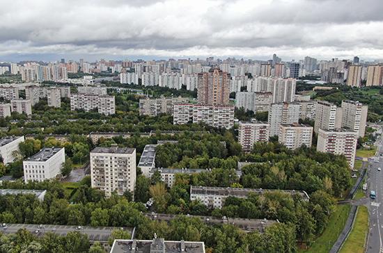Два человека в Москве пострадали от ураганного ветра