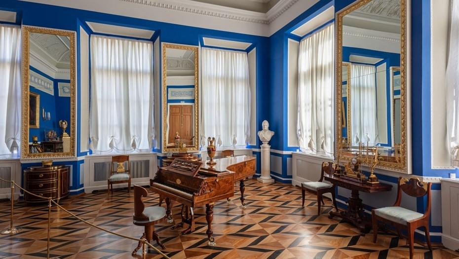 Екатерининский корпус Петергофа открыли после двух лет реставрации