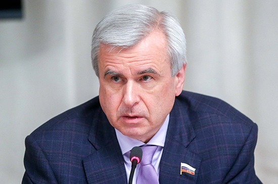 Лысаков оценил решение ограничить скорость самокатов в Санкт-Петербурге