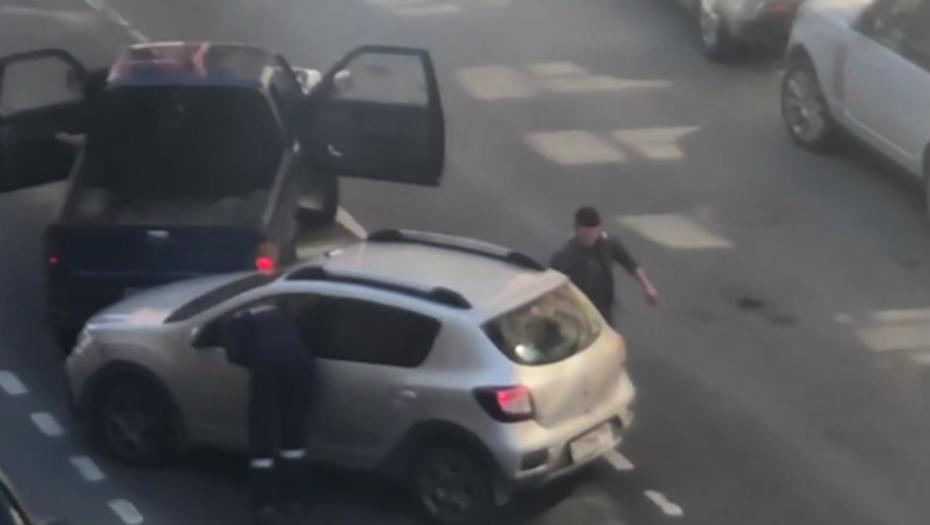 На улице Ленина пьяный водитель не смог припарковаться и устроил ДТП