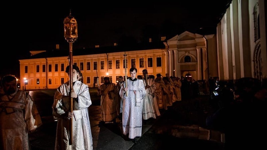 Пасхальные службы в новгородских храмах пройдут без крестного хода