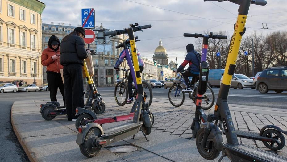 Петербургские самокатчики стали чаще наезжать на пешеходов в десятки раз