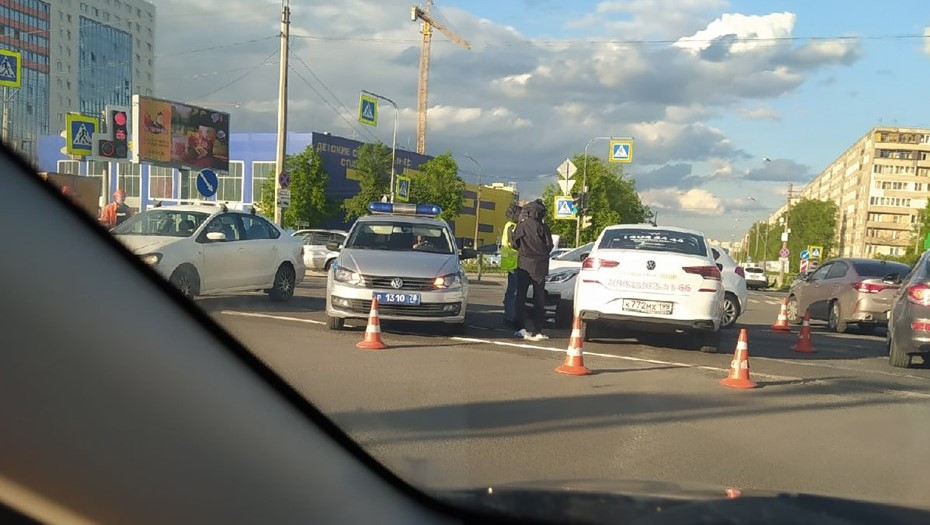 Петербуржец скончался после поножовщины на дороге в Невском районе