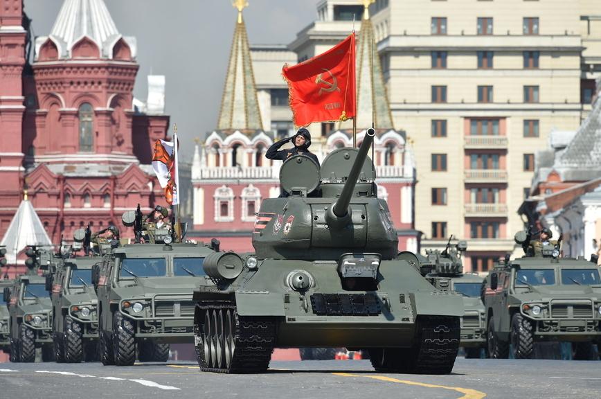 Россияне склонили головы перед подвигом солдата
