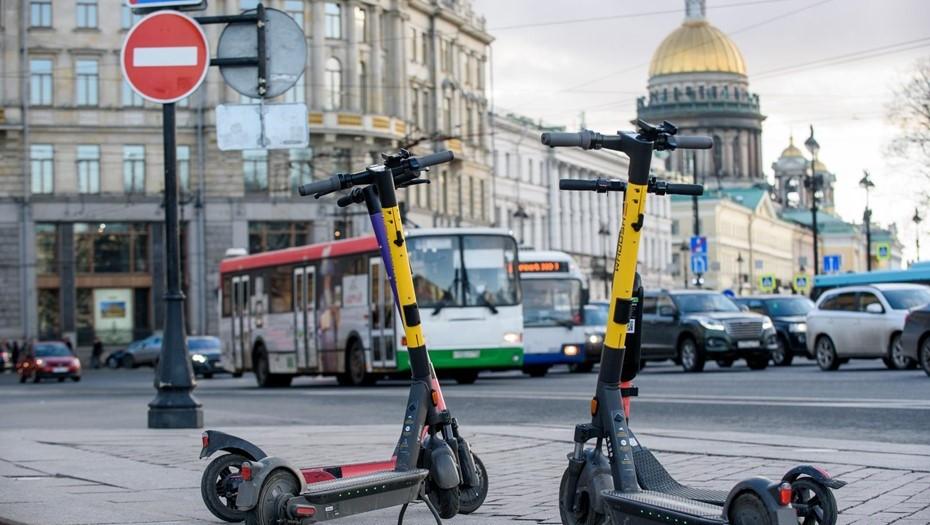 Самокаты запретят парковать на Дворцовой площади, у метро и остановок