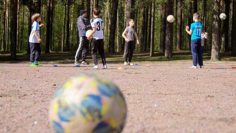 Спешить не стоит: в Петербурге оплатят 110 тыс. путёвок в детские лагеря