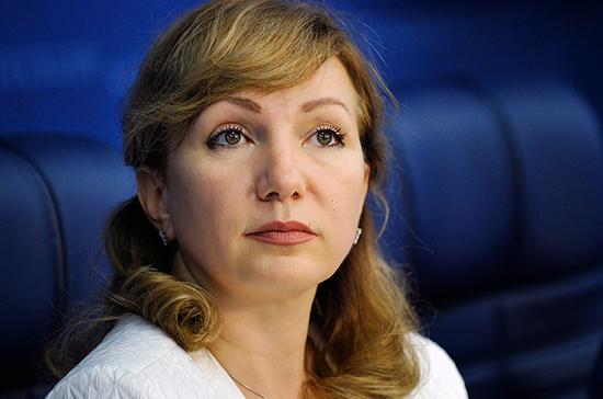 Тутова призвала усилить работу по выявлению школьных стрелков