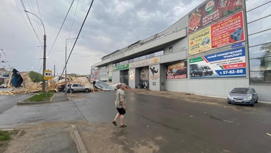 Ураган в Вологде оставил без света 180 домов, сорвал крыши, повалил деревья