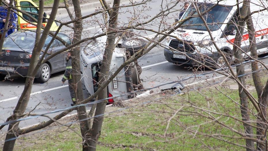 В массовом ДТП на Краснопутиловской перевернулось авто с беременной