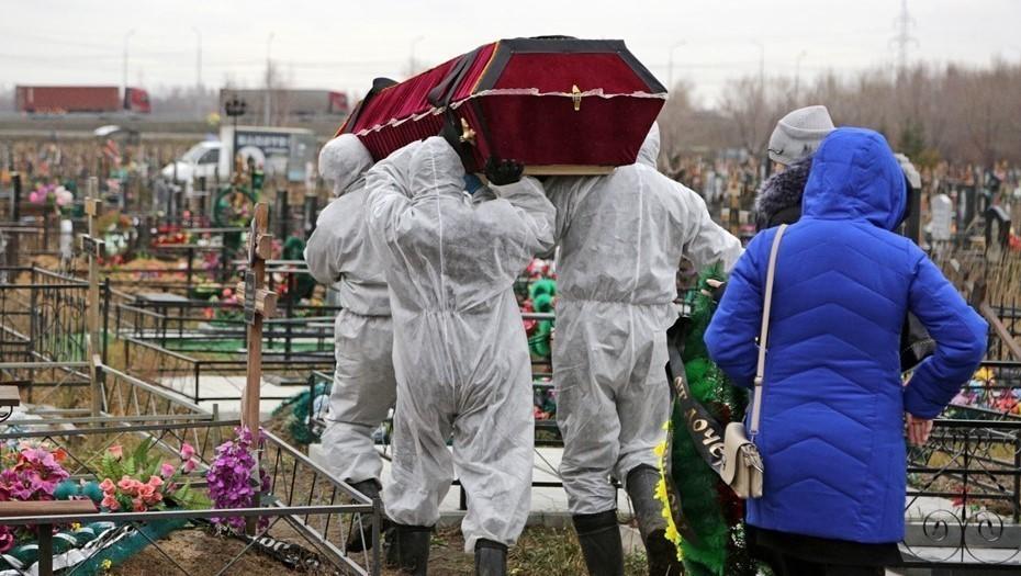 В Петербурге число смертей от COVID-19 за апрель сократилось на треть