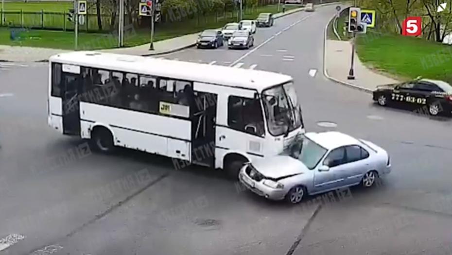 В Петербурге в ДТП попали два пассажирских автобуса