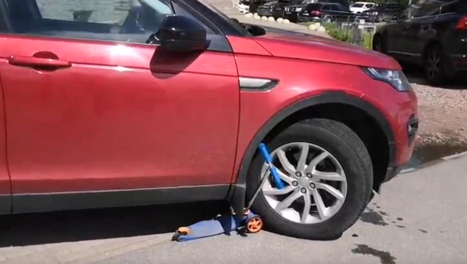 В Петербурге водитель сбил ребёнка на пешеходной дорожке