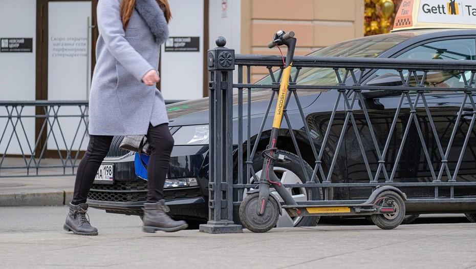 В Петербурге задержали электросамокатчика, сбившего женщину на прогулке с внуком