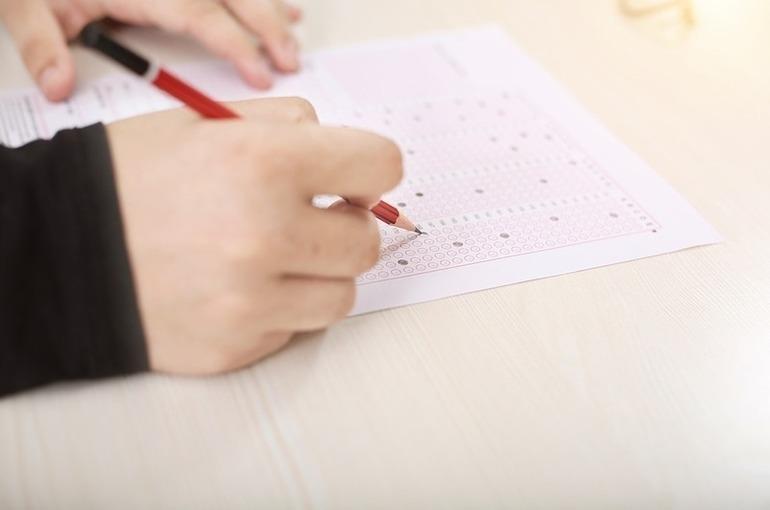 В Рособрнадзоре рассказали об эпидемиологических правилах допуска школьников к ЕГЭ
