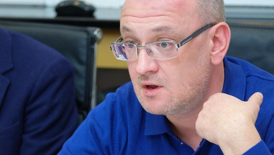 Депутата Резника доставили в СКР для проведения процессуальных действий