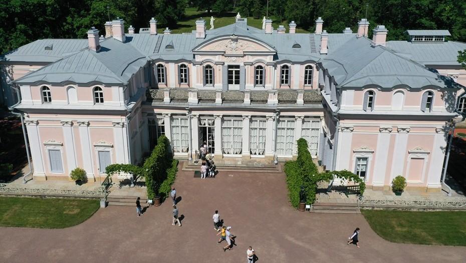 Два отреставрированных зала открыли в Китайском дворце в Ломоносове
