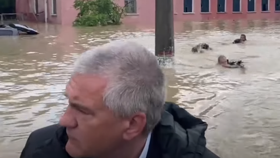 Глава Крыма объяснил, кто и зачем вплавь преследовал его лодку в Керчи