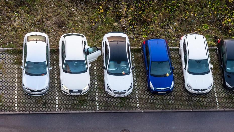 К середине лета в Петербурге появятся семь парковок для инвалидов
