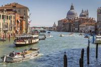 Медик рассказал, когда в Италии обсудят отмену обязательного ношения масок