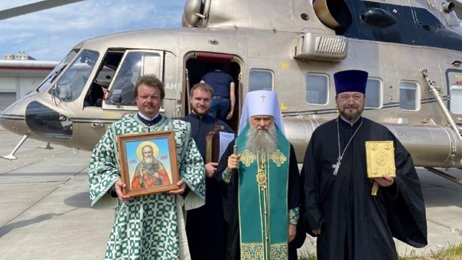 Митрополит Варсонофий облетел Петербург на вертолёте с молитвами об окончании пандемии