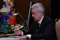Москва стоит на пороге более жестких ограничений по COVID-19, заявил Собянин