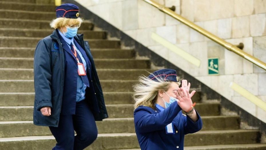 На синей ветке метро в Петербурге увеличился интервал между поездами