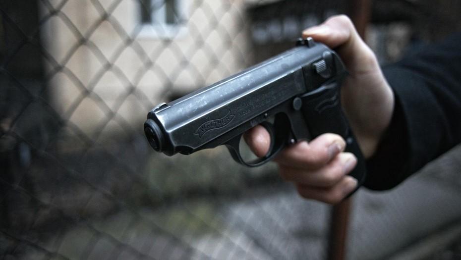 На Ветеранов неизвестный обстрелял компанию с двумя детьми