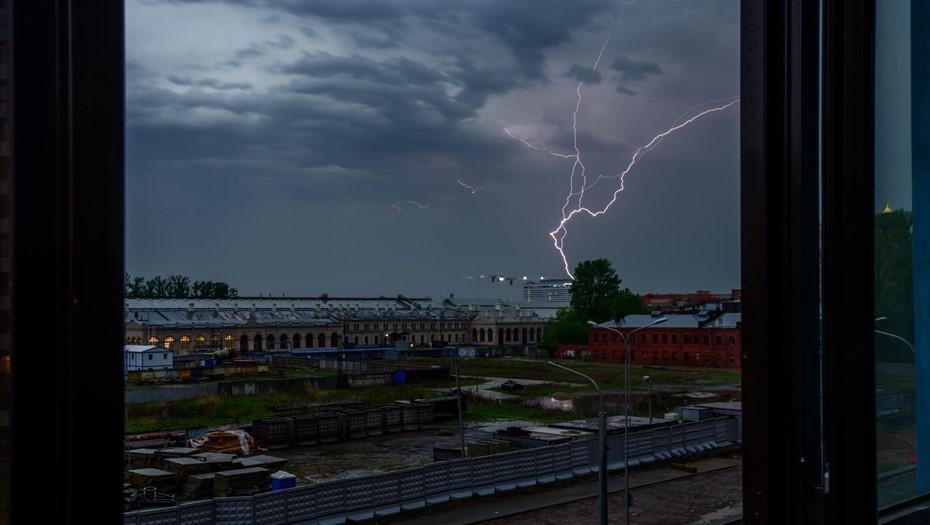 Петербург оказался в зоне холодного атмосферного фронта