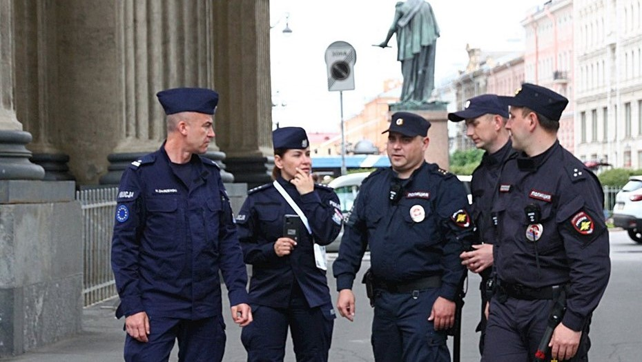Польские полицейские обеспечивают порядок в Петербурге в рамках Евро-2020