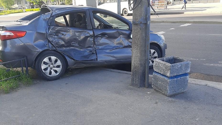 Пожарная машина протаранила легковое авто на юго-западе Петербурга
