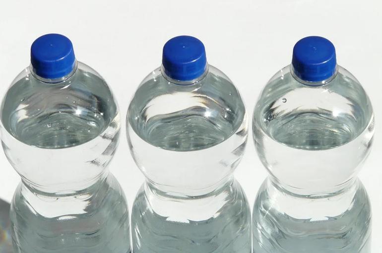 Продажу крепкого алкоголя в пластике хотят запретить