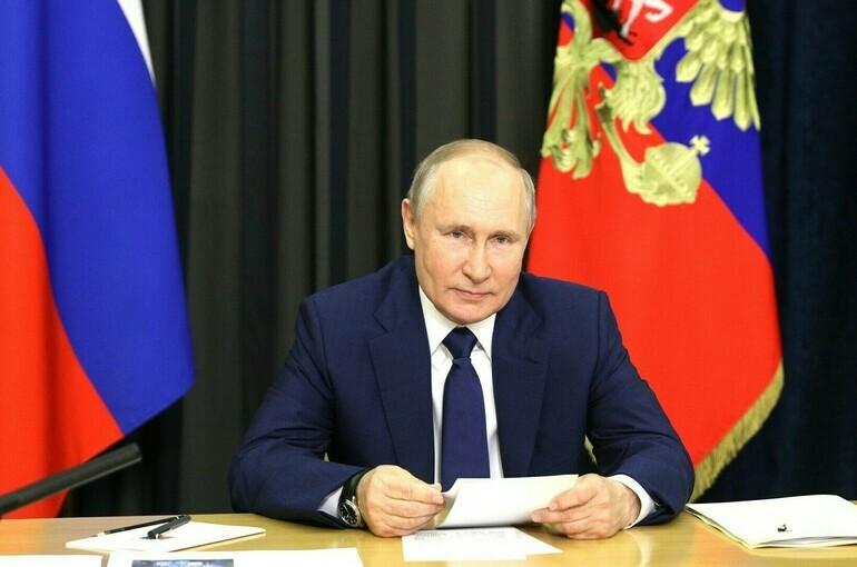 Путин поручил до 1 августа доложить о внедрении единого подхода к безопасности школ