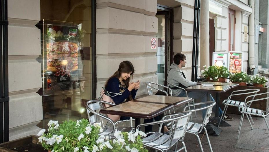 С улицы Рубинштейна убрали незаконные летние кафе