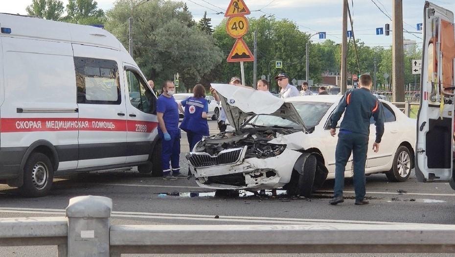 """Серьёзная авария заблокировала движение в районе """"Балтийской жемчужины"""""""