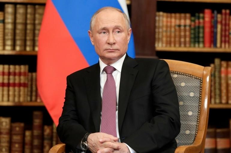 США поддерживают организации, работающие на сдерживание России, считает Путин