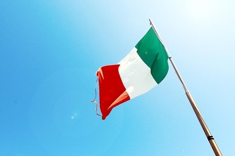 В Италии снижается заболеваемость COVID-19, но растет доля заражений, вызванных его штаммами