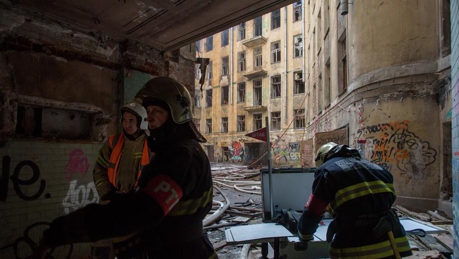 В МЧС сообщили подробности о новом пожаре в доме Басевича