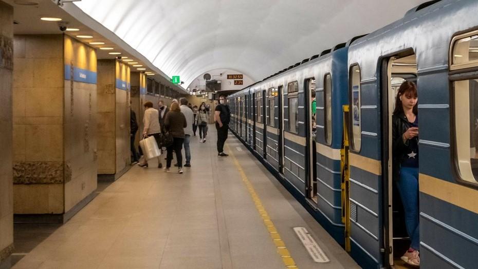 В общественном транспорте Петербурга усилят контроль за масками