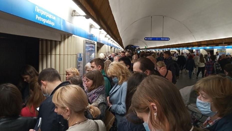 В Петербурге рабочие метро оперативно устранили неисправность на синей ветке