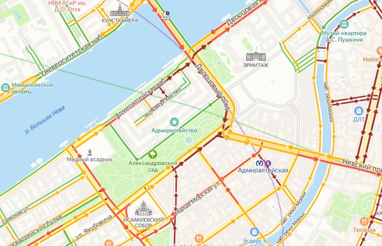 В Петербурге снова перекрыли Дворцовый мост