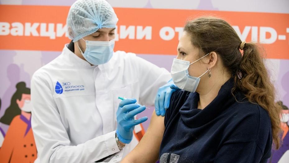 """В Петербурге зафиксированы """"сотни случаев"""" осложнений после ковид-вакцинации"""