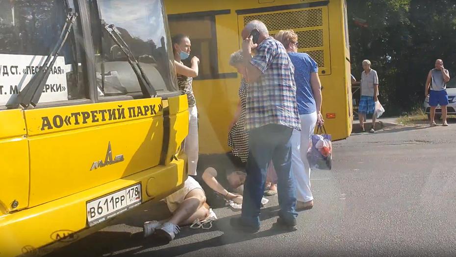 Автобус сбил пешехода на зебре в Песочном, мужчина получил тяжёлые травмы