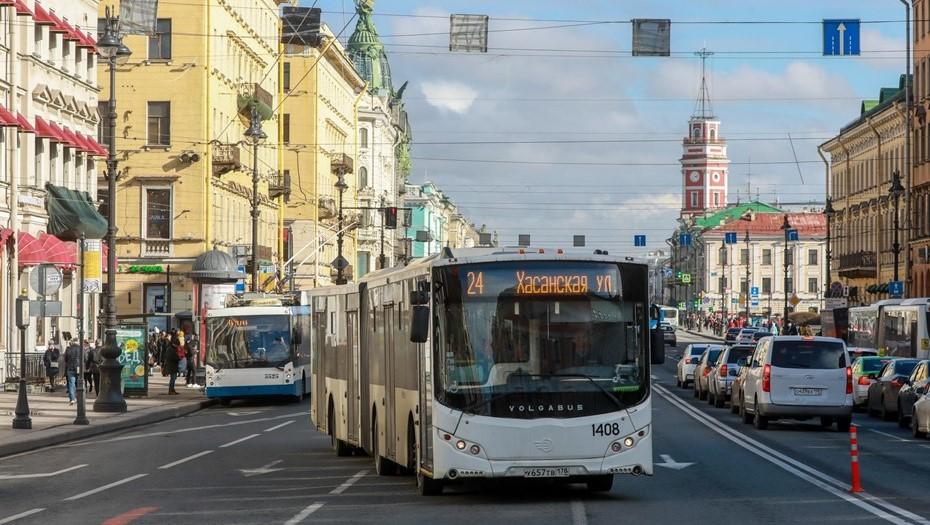 Автобусы в центре Петербурга изменят свои маршруты в День ВМФ