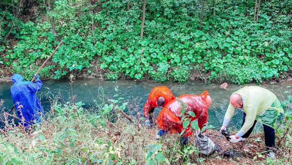 Берега Лиговского канала очистили от мусора