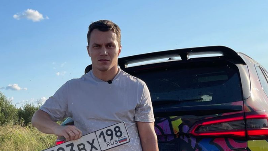 Блогер Тарасов сжёг в Петербурге BMW за 9 млн рублей